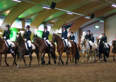 Elever ved rideskolen i speilridning (kvadrilje)